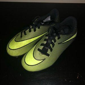 Boys ⚽️⚽️⚽️Nike Soccer cleats. Size 11